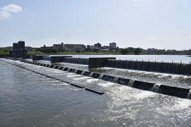 堤防決壊後に造られた堰