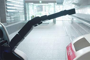 アームを使ったゴミ箱の危険物点検や施錠確認