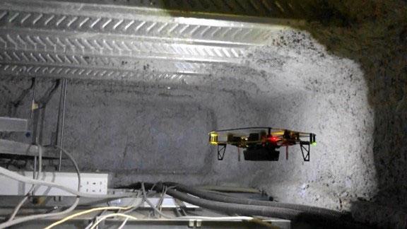 小型ドローンを使った設備点検(イメージ)
