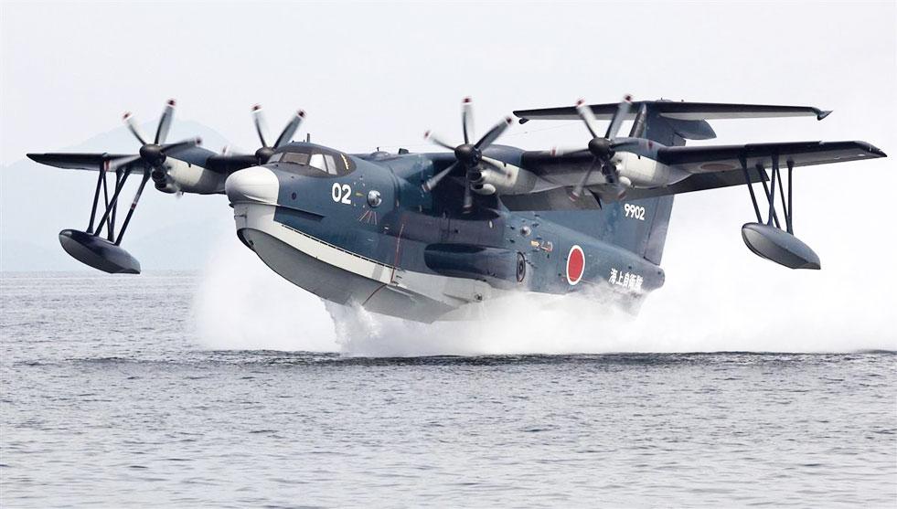 離水するUS-2飛行艇(これは、国産で海上自衛隊の機体です。)