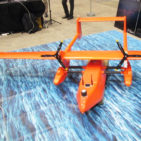 水上・上空で運用できる飛行艇タイプのドローンがついに登場か!