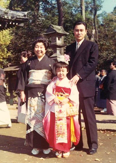 七五三で両親と一緒に記念写真